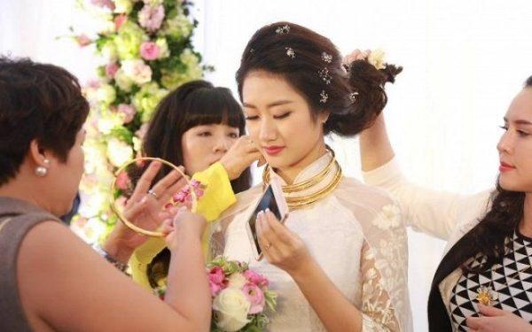 Bộ trang sức đeo trong ngày cưới