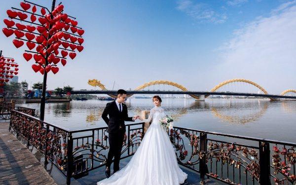 Ảnh cưới tại cầu tình yêu Đà Nẵng